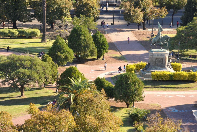 Jueves con anticipo de verano en La Plata: despejado y máxima de 30°C
