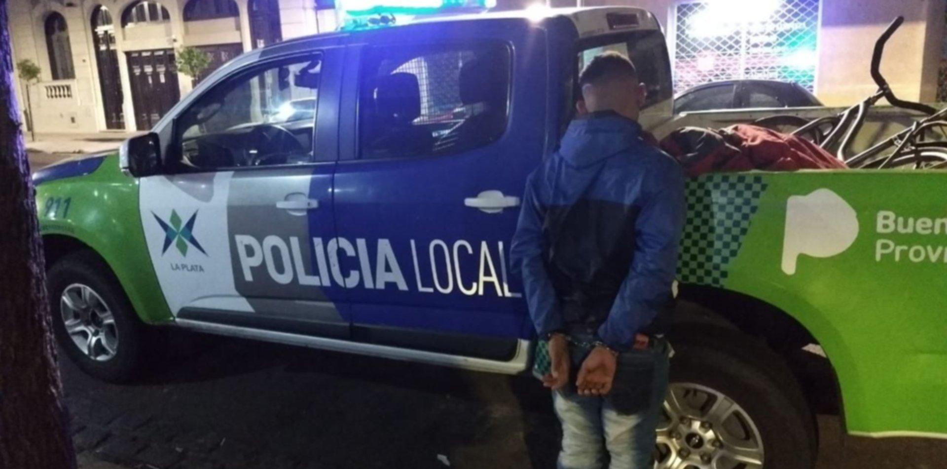 Un policía le disparó, lo detuvieron y él aprovechó para entrar a su casa a robar