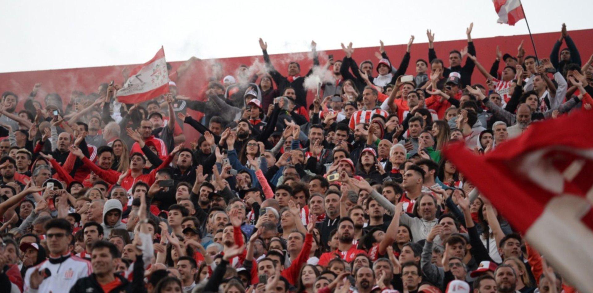 Pintadas, robos y daños: las imágenes de la inauguración del estadio que indignan