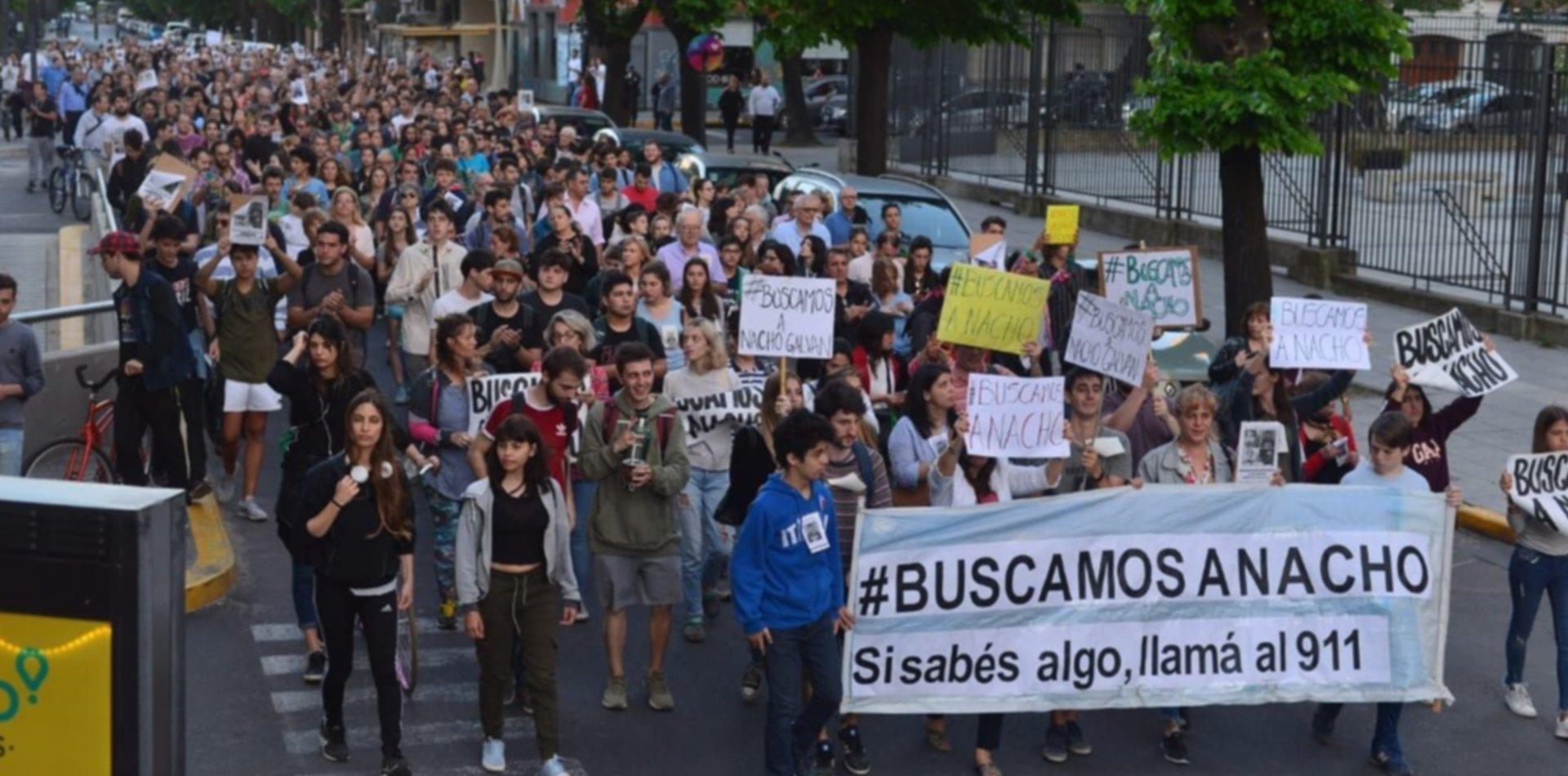 La Plata busca a Ignacio Galván: amigos y familiares marcharon por la aparición de Nacho