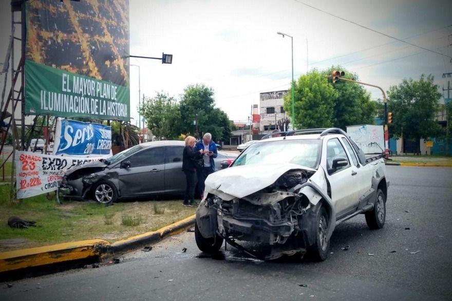 Tremendo choque terminó con dos personas heridas en Ensenada