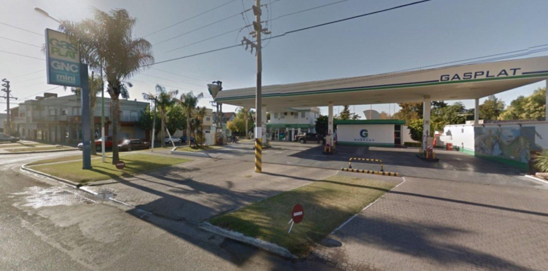 Robó en una estación de servicio de Los Hornos y cayó por rastreo satelital en San Carlos