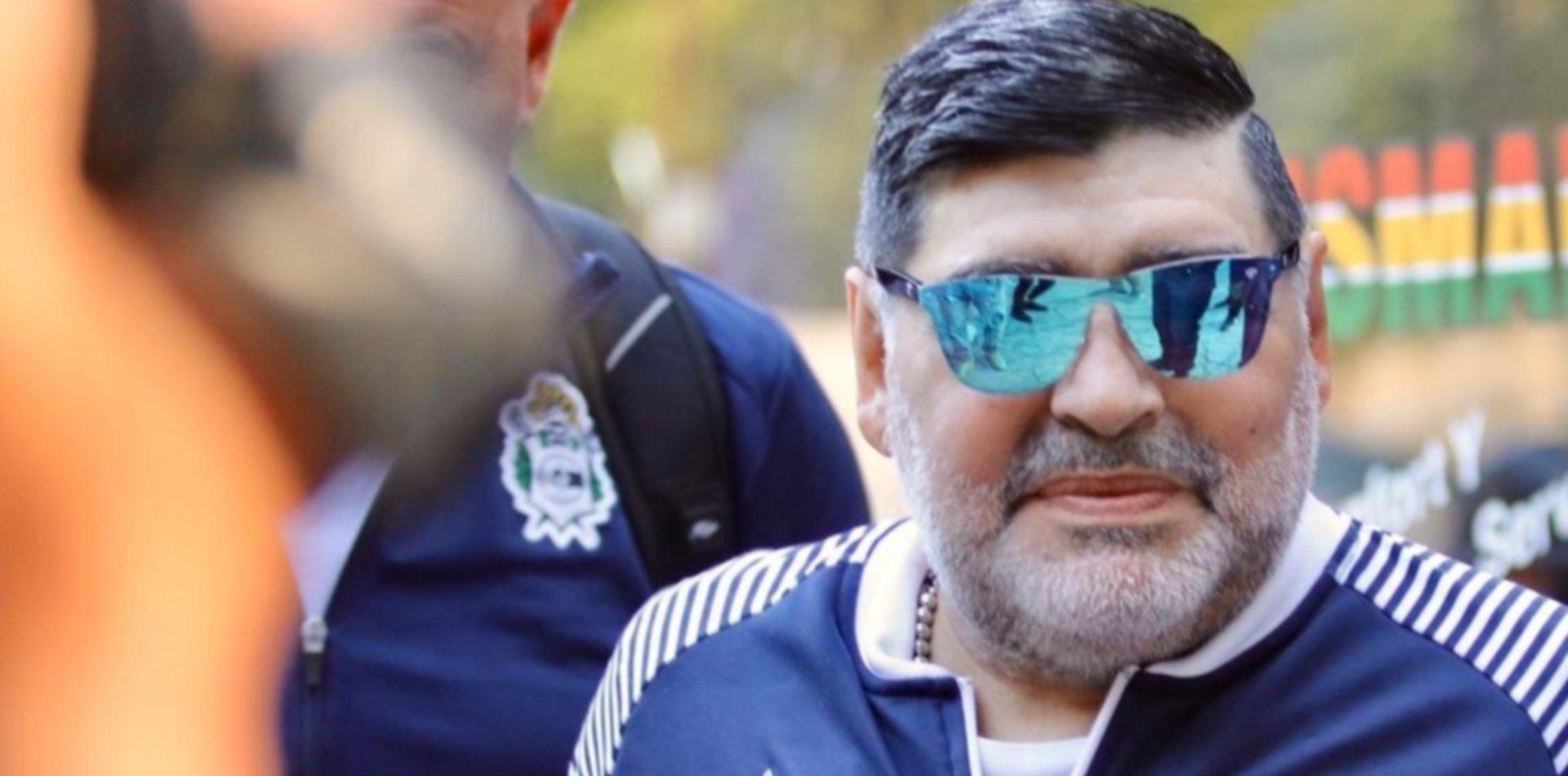 Pellegrino confirmó que planean bajarle el sueldo a Maradona para que siga en Gimnasia