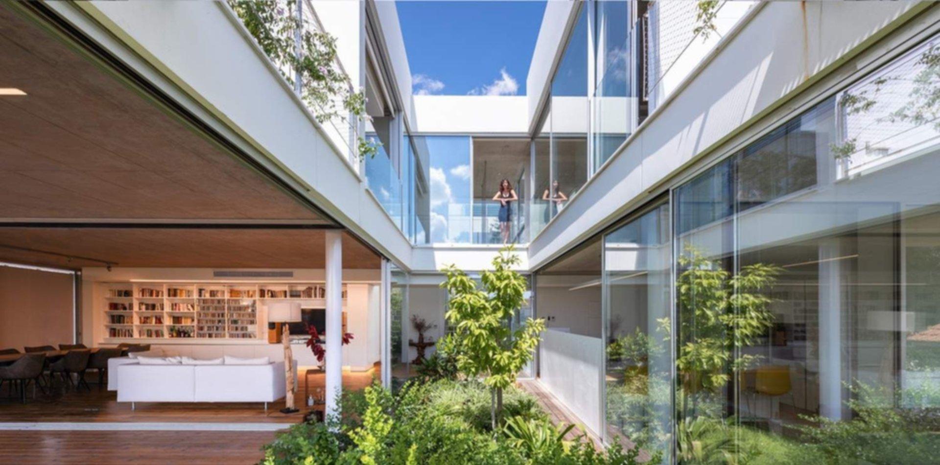 La casa del jardín en la ciudad
