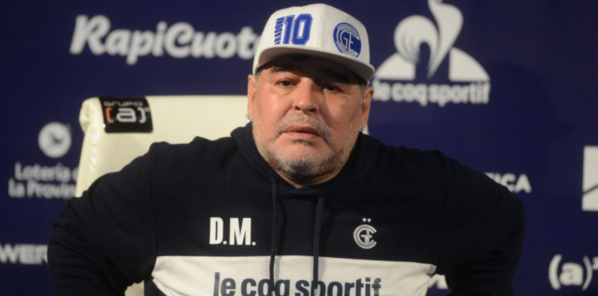 """El crudo relato de un vecino de Maradona: """"Intentaron reanimarlo, pero todo fue rápido"""""""