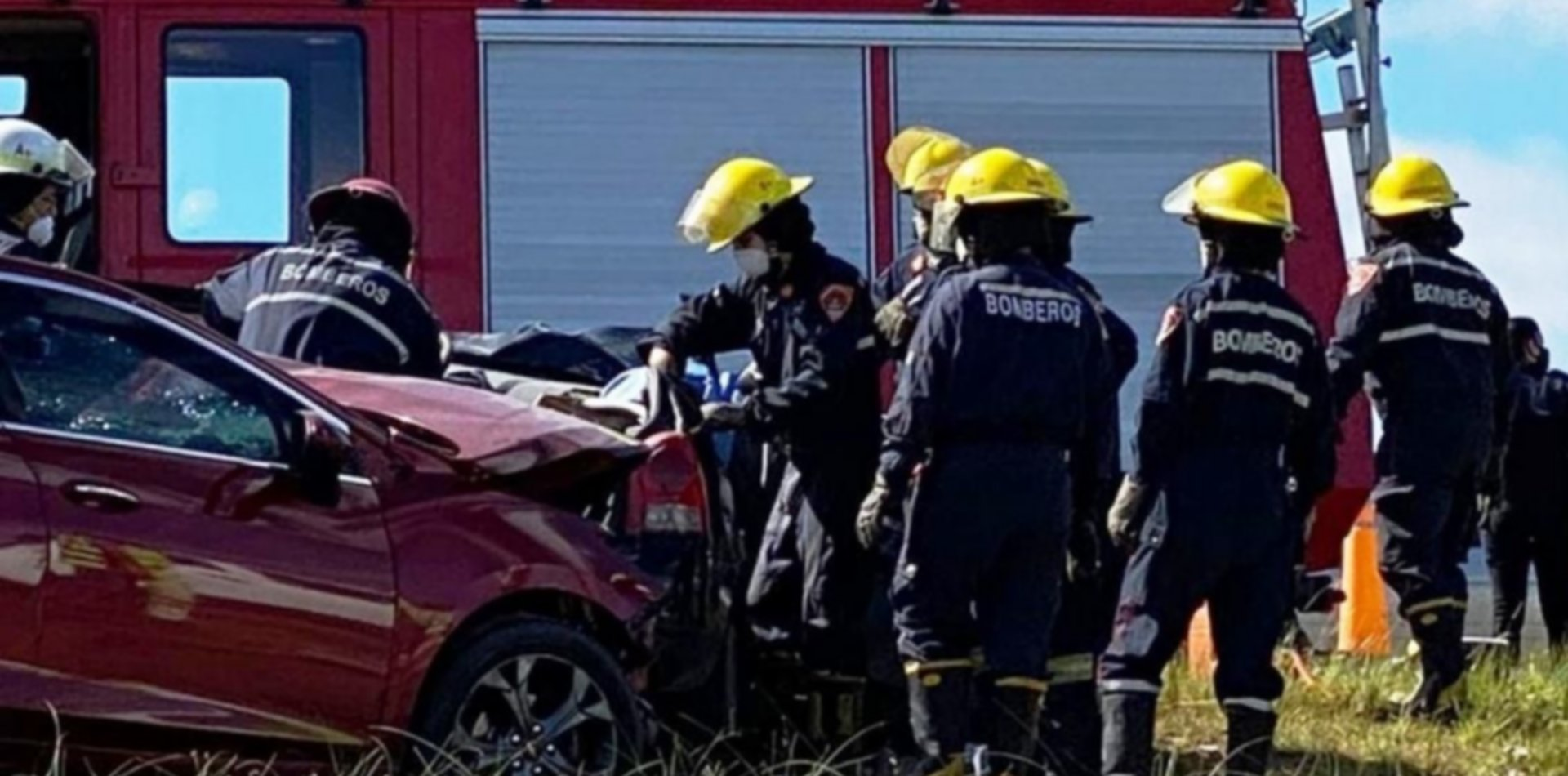 Brutal choque frontal con dos victimas fatales en la Ruta 11