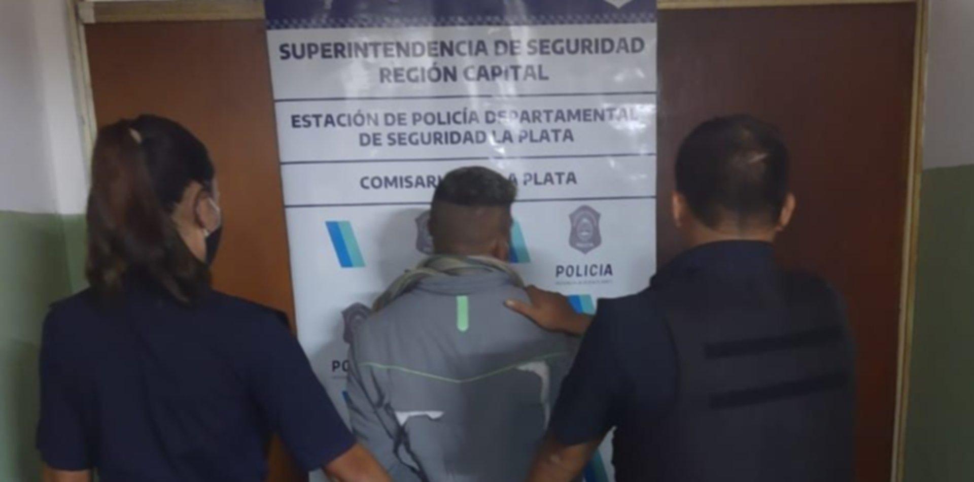 Cayó en la cancha de Estudiantes un hombre acusado de apuñalar a otro en Parque Saavedra