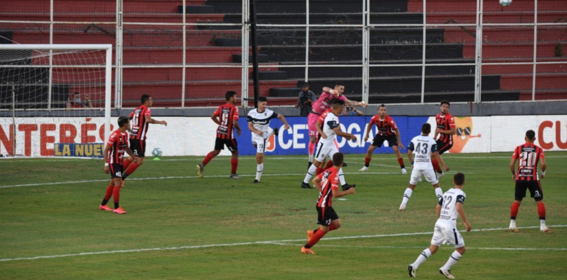 El Lobo no aprovechó la expulsión en Patronato y se trajo un pálido empate de Paraná