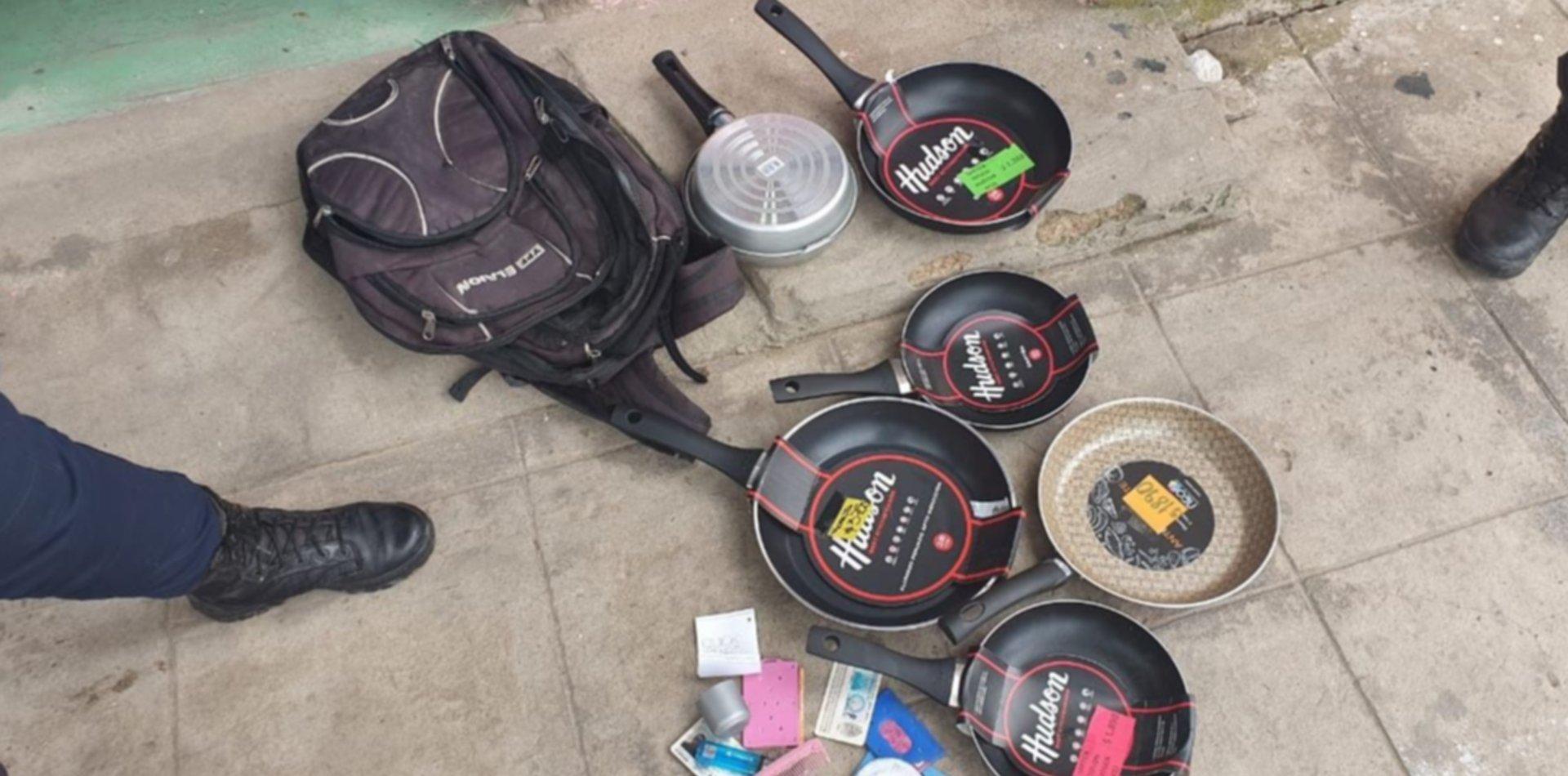 Insólito: robaron siete sartenes de un bazar y descartaron el botín en un kiosco