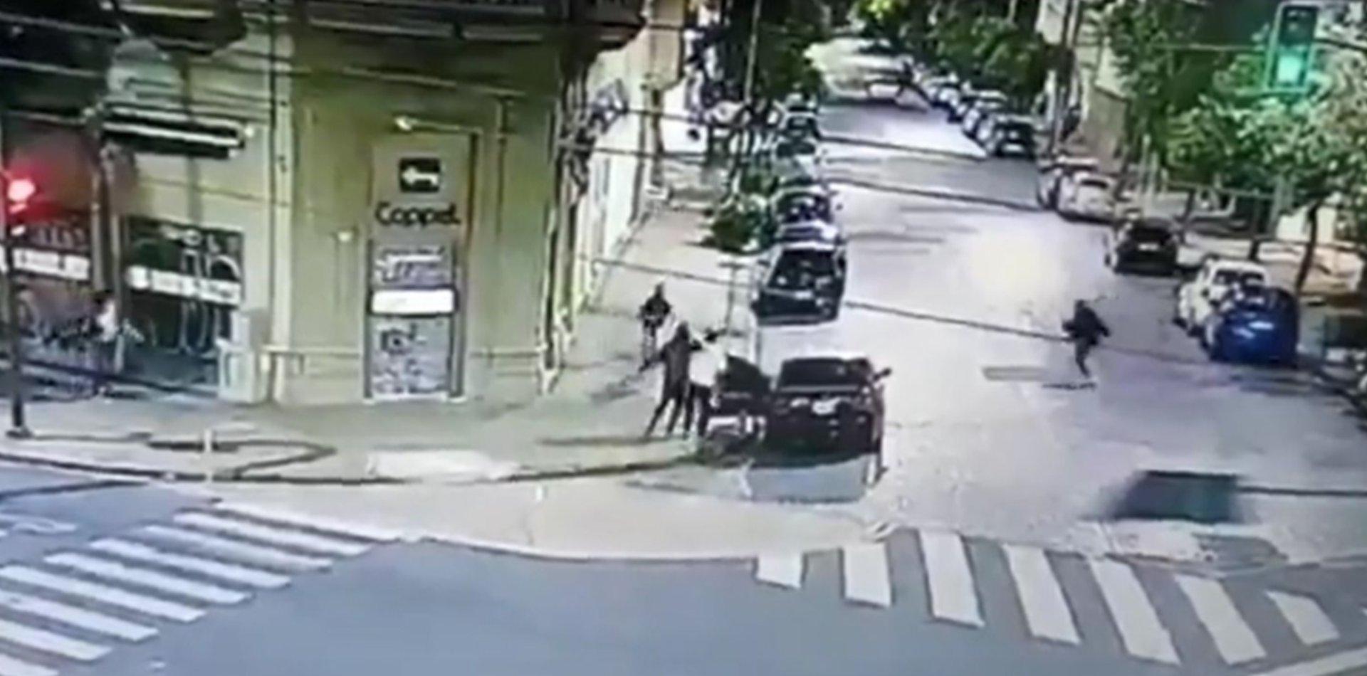 VIDEO: Hicieron un increíble raid delictivo en La Plata con un arma de juguete