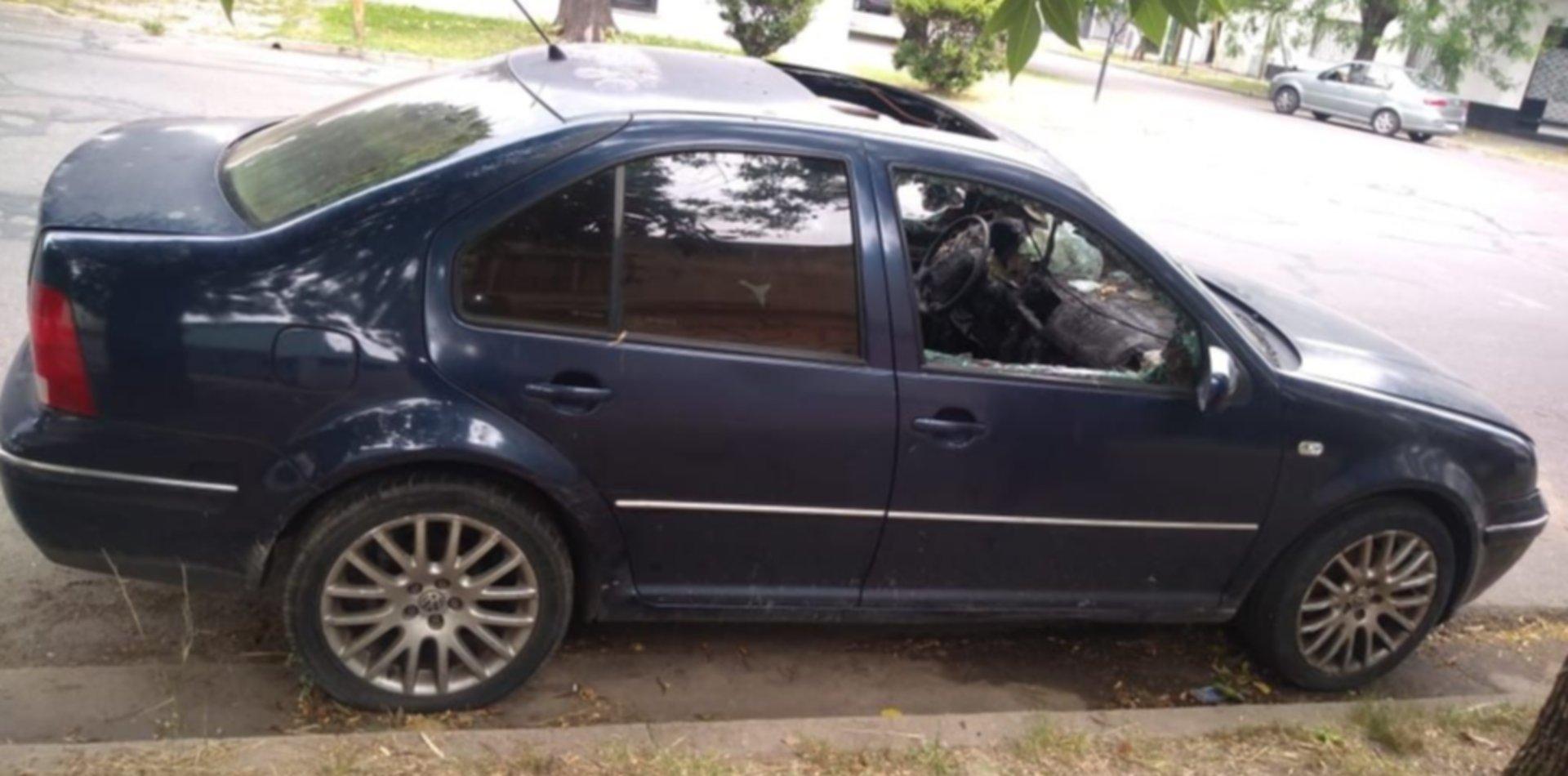 """Una pareja de """"robaruedas"""" volvió a atacar en La Plata a plena luz del día en Parque San Martín"""