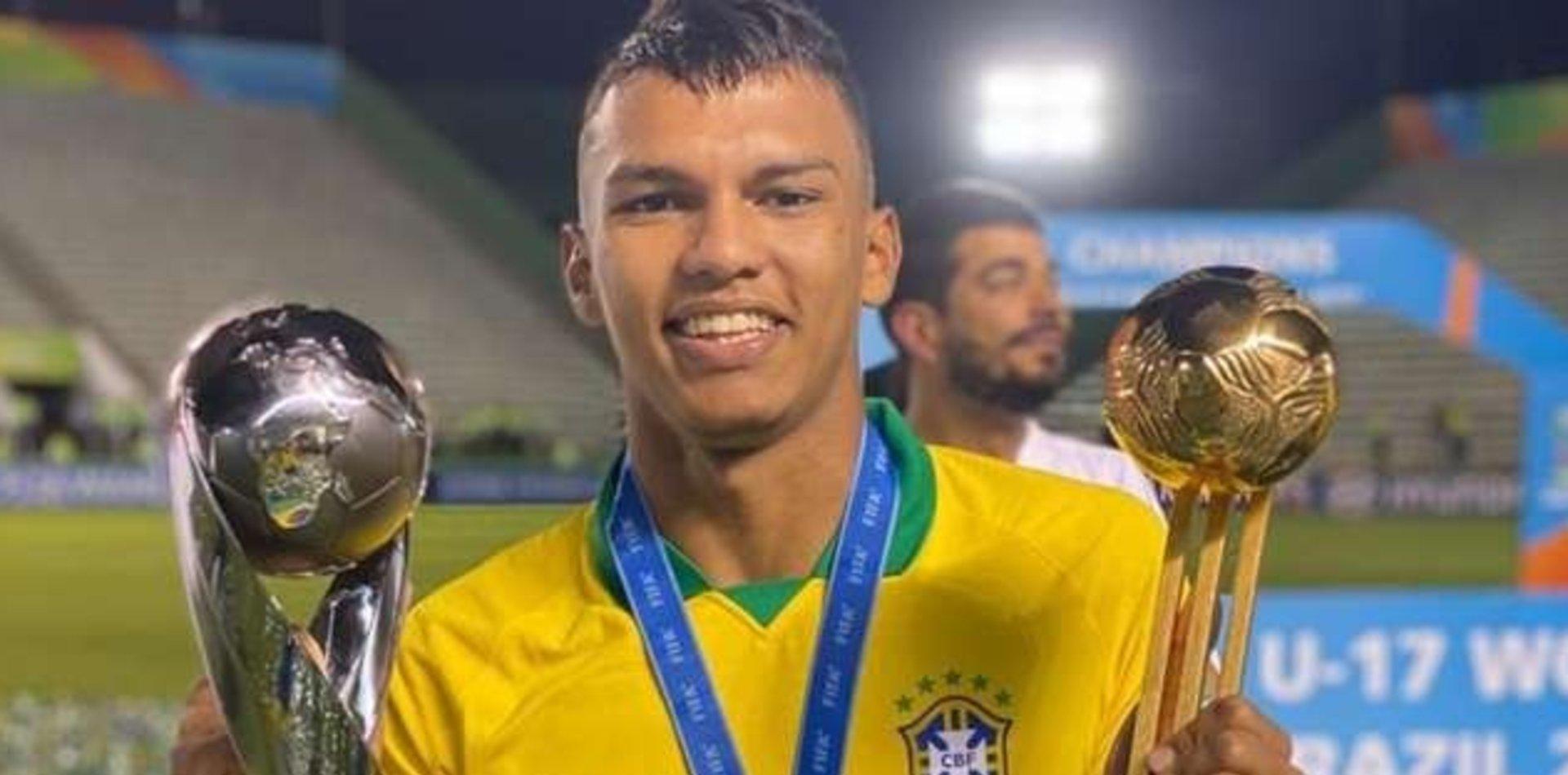La Brujinha: el crack brasileño de 17 años que la rompe y se llama Verón por la Brujita