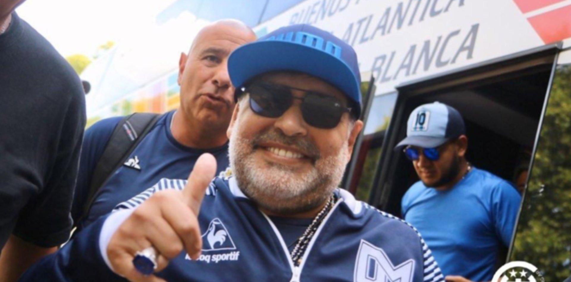 Maradona quiere ser un tripero más y pidió que lo hagan socio pleno de Gimnasia