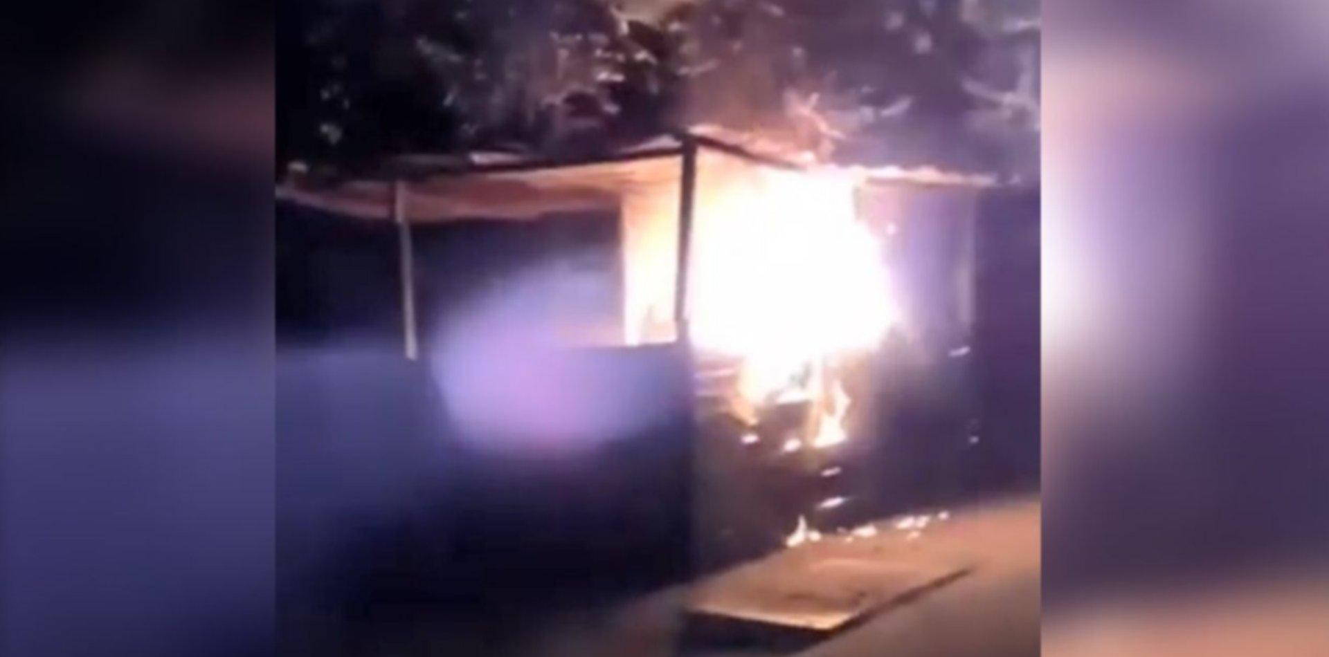 VIDEO: Se incendió un puesto de venta ambulante en diagonal 74