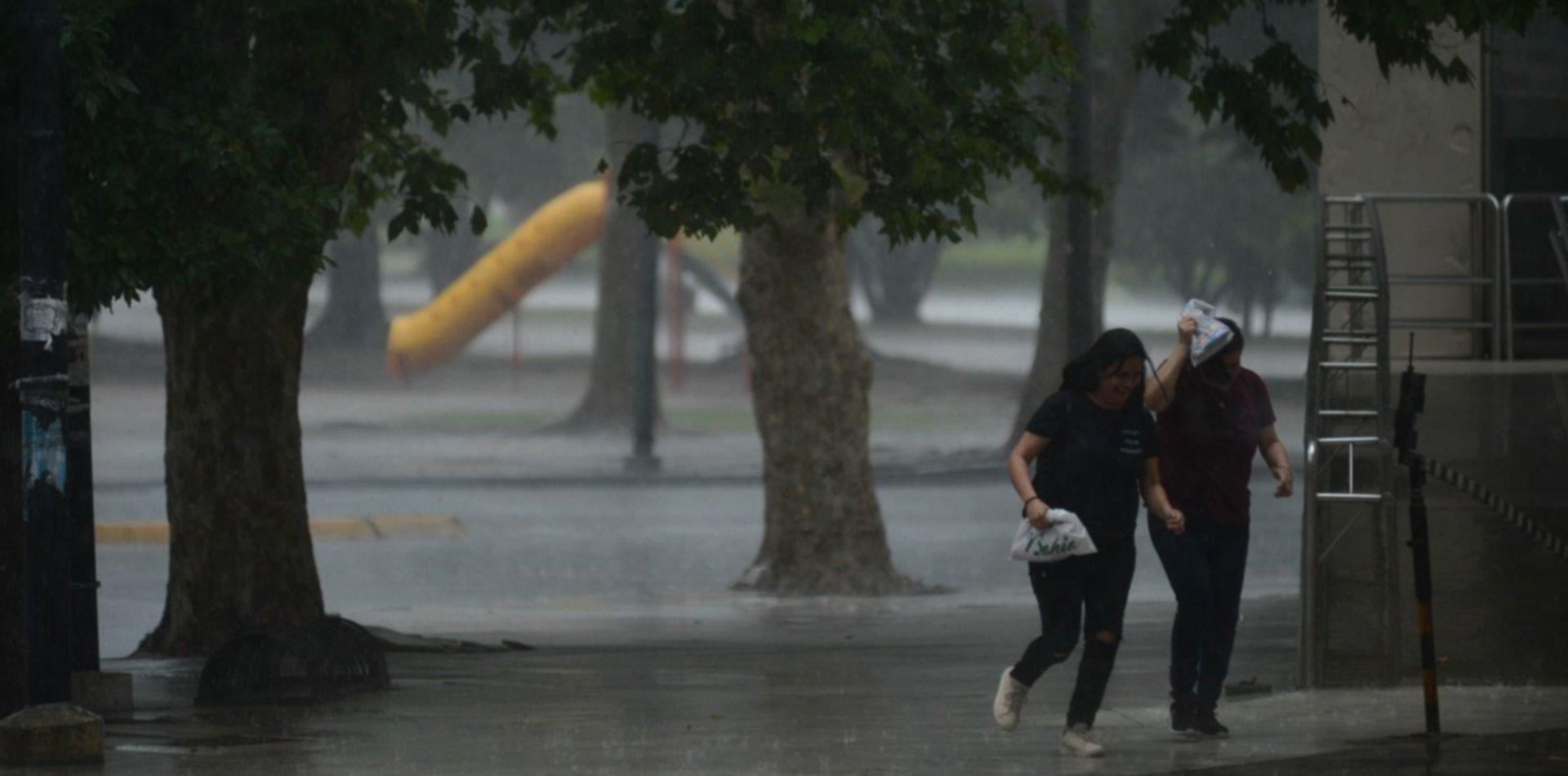 Después de una madrugada de tormentas así va a seguir el tiempo en La Plata