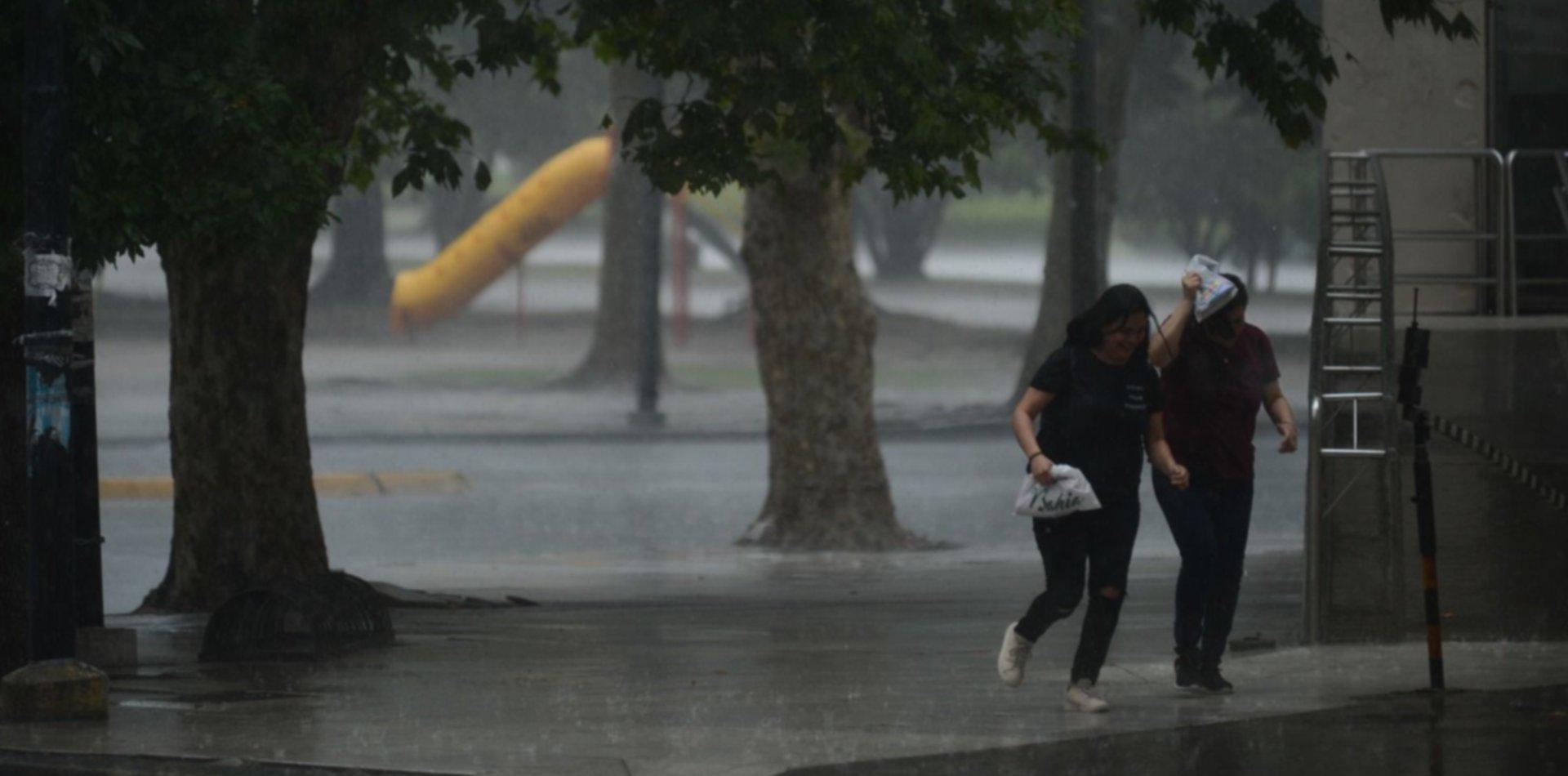 Las tormentas se acercan a La Plata y se lanzó el aviso de vigilancia