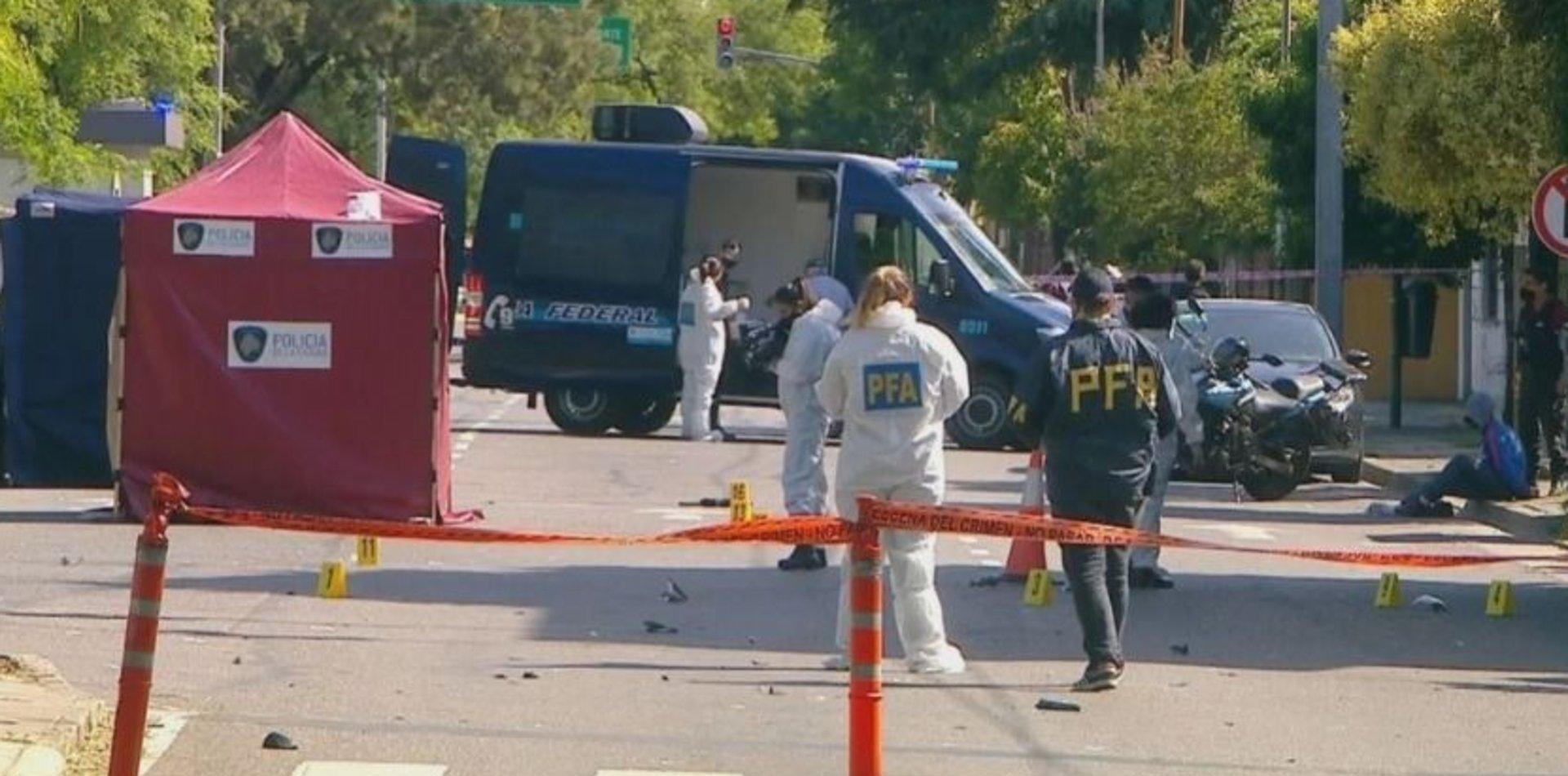 Motochorros atropellaron y mataron a un policía: uno de los delincuentes también murió