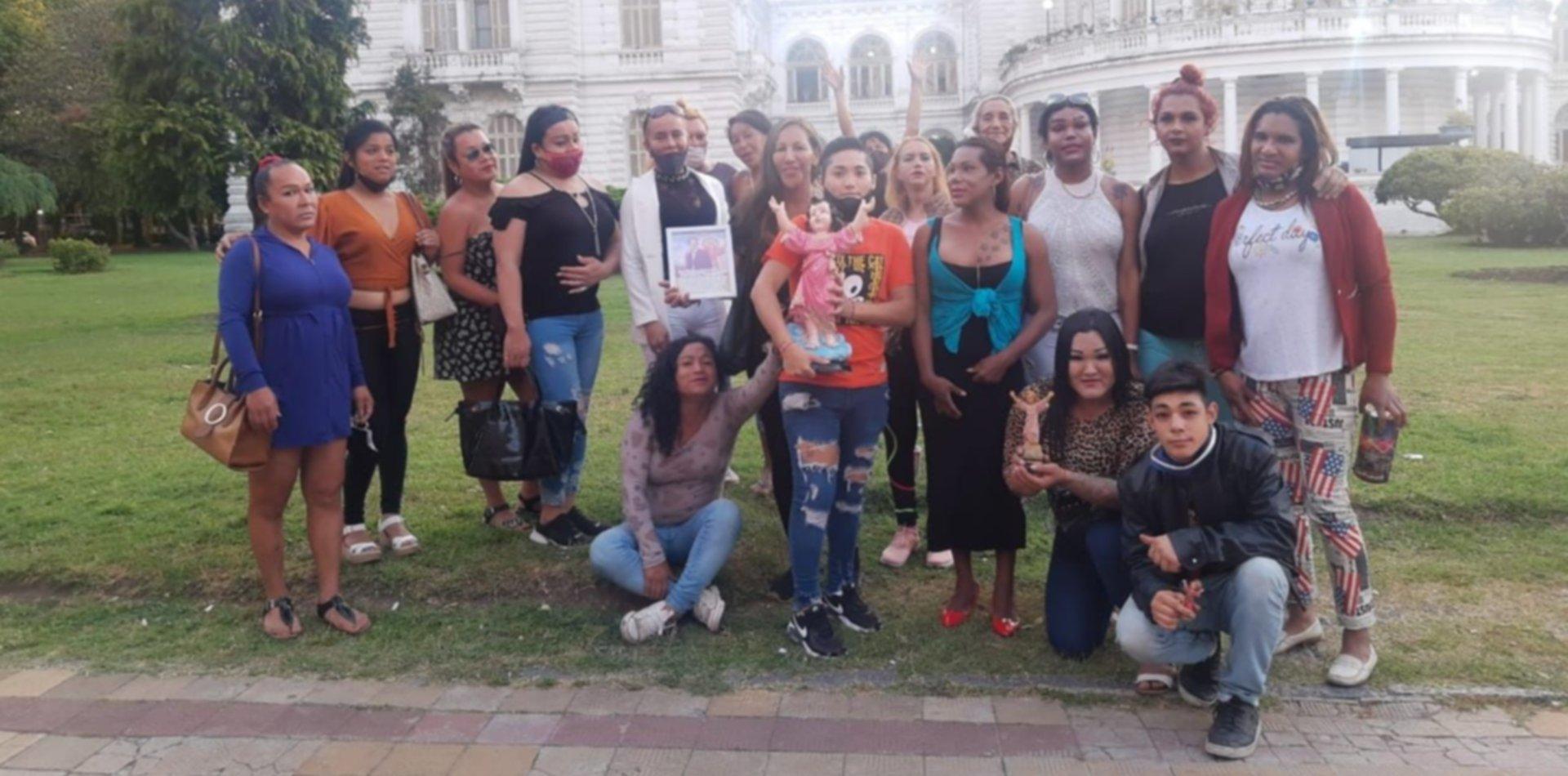 Navidad en La Plata: un grupo de chicas trans repartirá regalos y alimentos en el centro